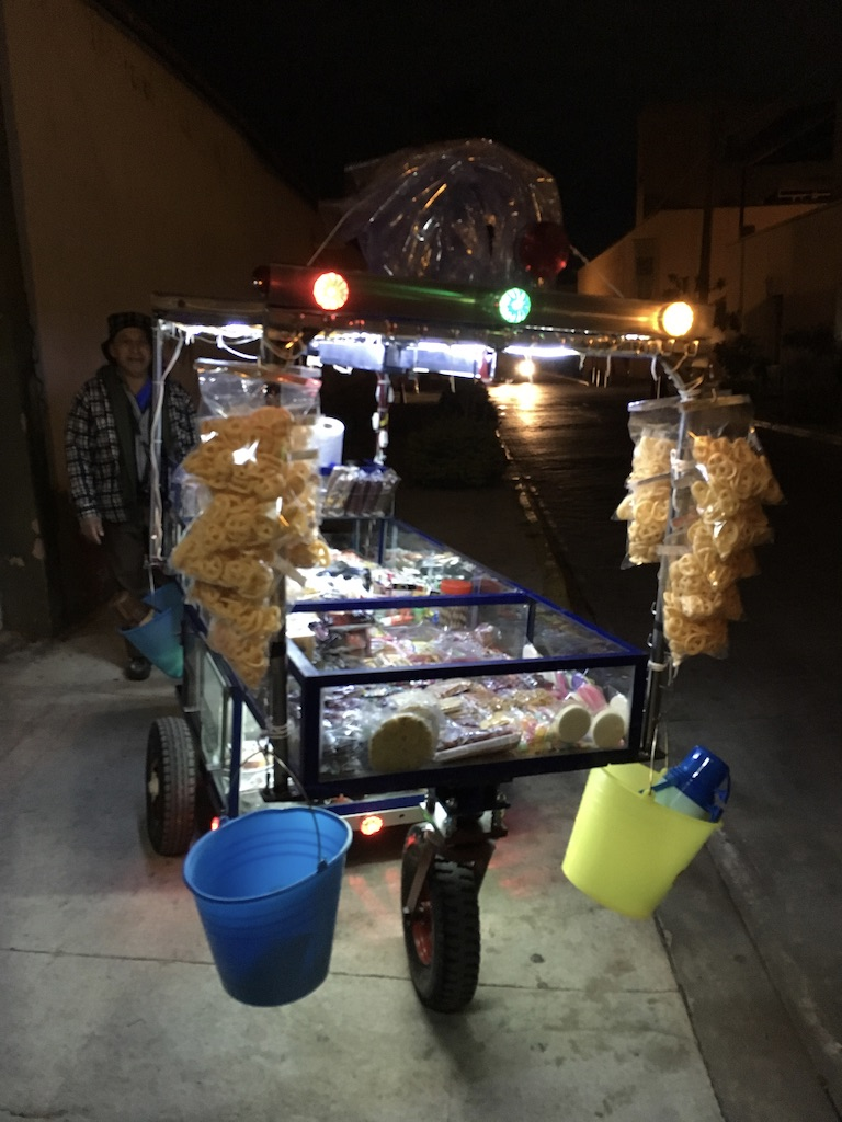 Carro para vender dulces con display luminoso, obra de el Sonrisas, Zapopan MX, 2018